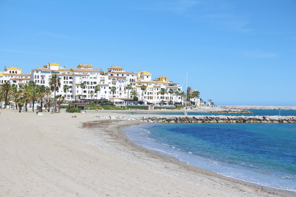 Puerto-Banus-Marbella-Andalusien-Spanien-Meer