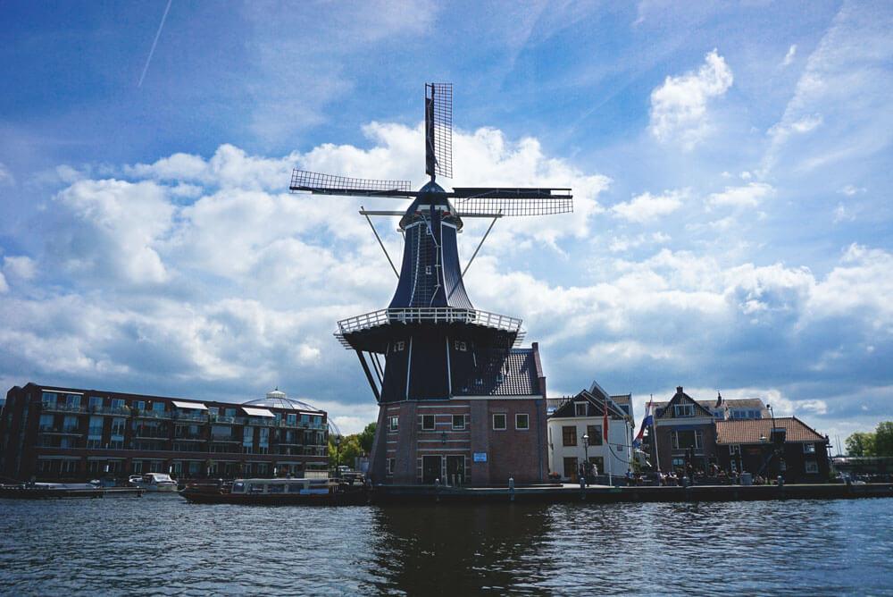 Windmuehle-Haarlem-Niederlande-Molen-de-Adriaan