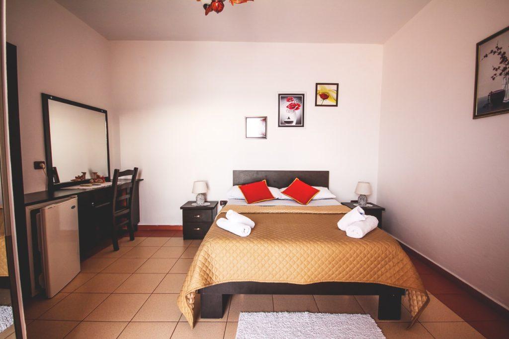 albanien-urlaub-unterkunft-hotelzimmer