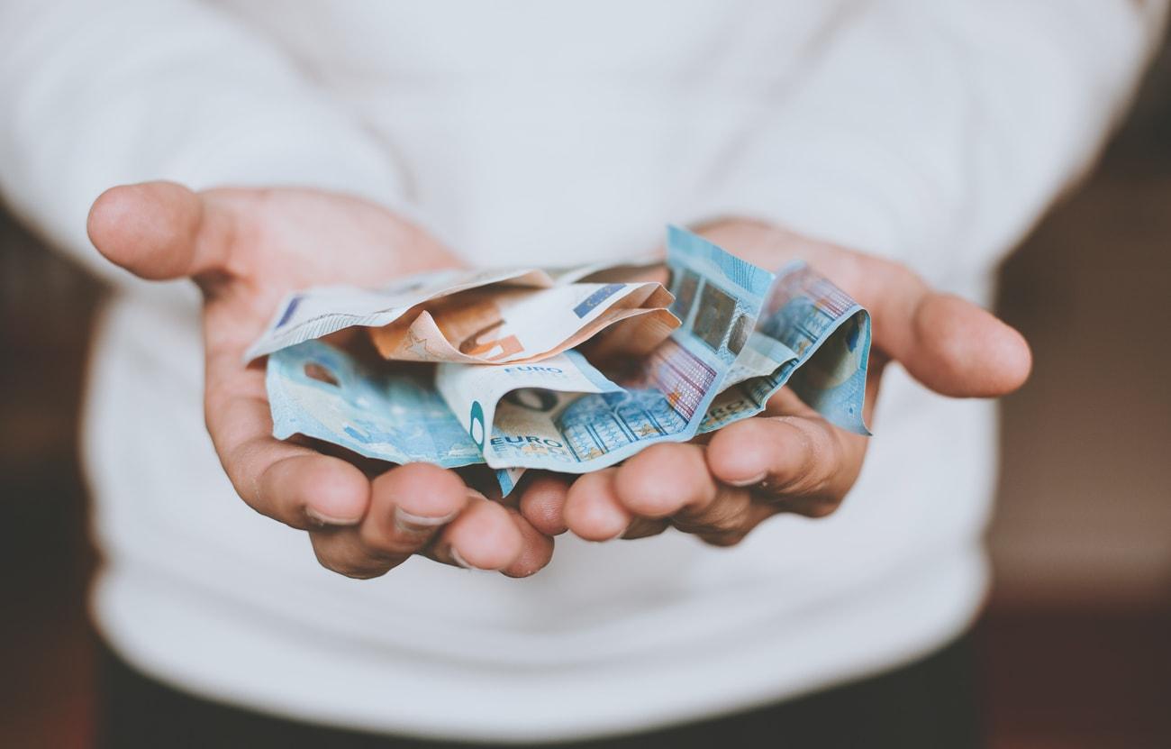 geld-sparen-auf-reisen-reisetipps-min