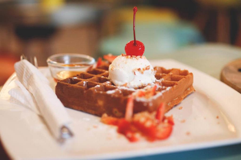 ipoh-malaysia-cafe-eis-waffel
