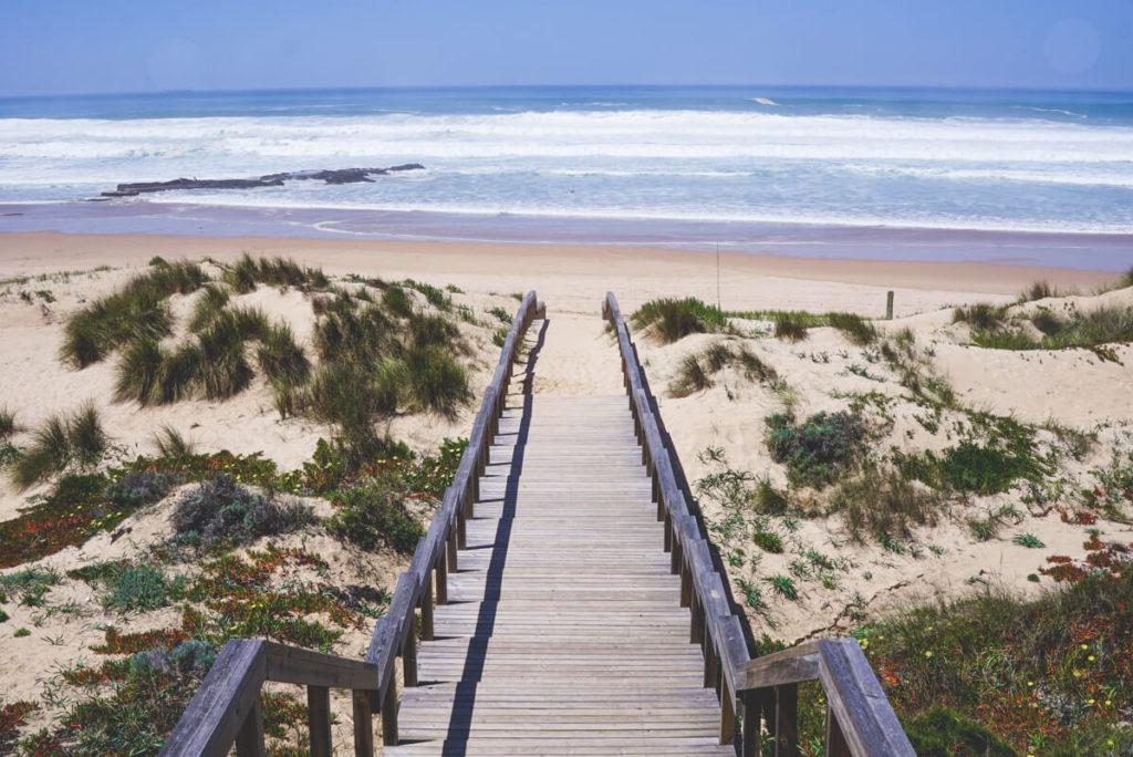 portugal-roadtrip-monte-clerigo-strand-treppe