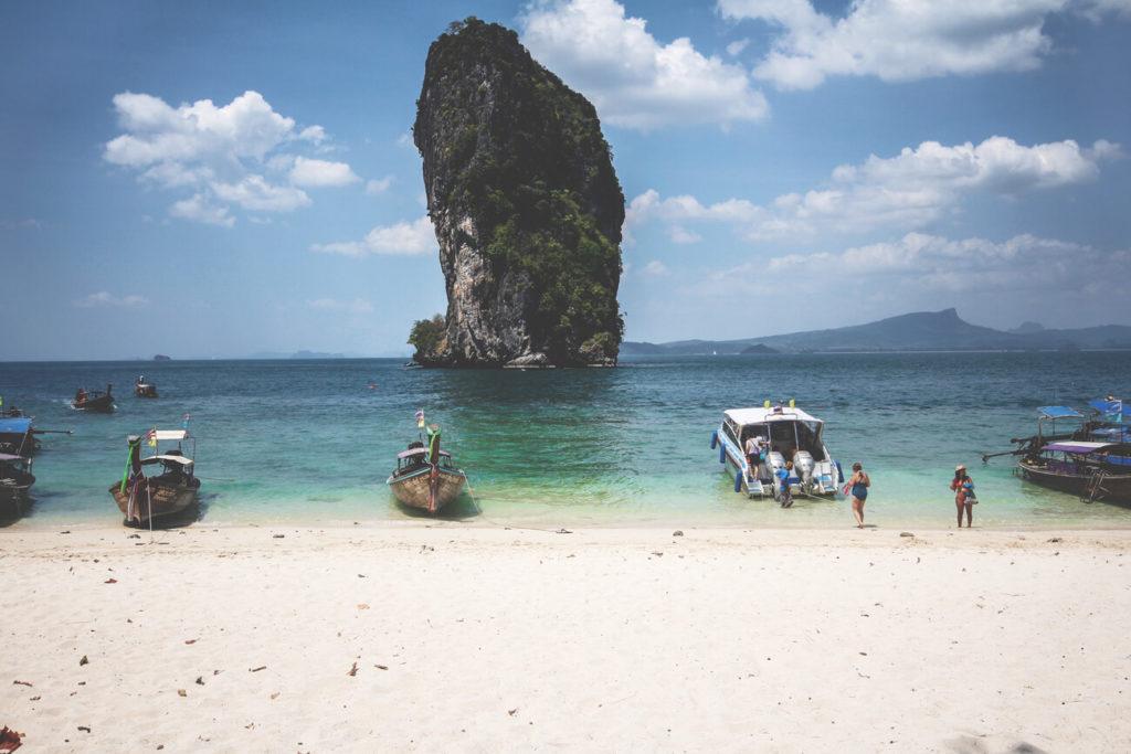 4-island-tour-krabi-thailand-poda-island-felsen