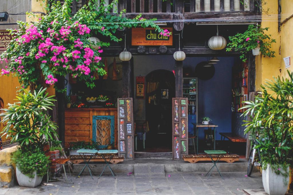 Altstadt-Hoi-An-Vietnam-Geschaefte