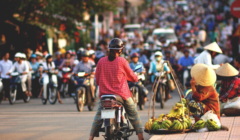 Saigon-Vietnam-Verkehr-Rollerfahren-Autofahren