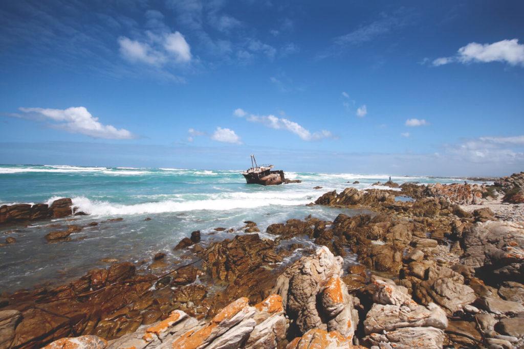 cape-agulhas-suedafrika-schiffswrack-meer