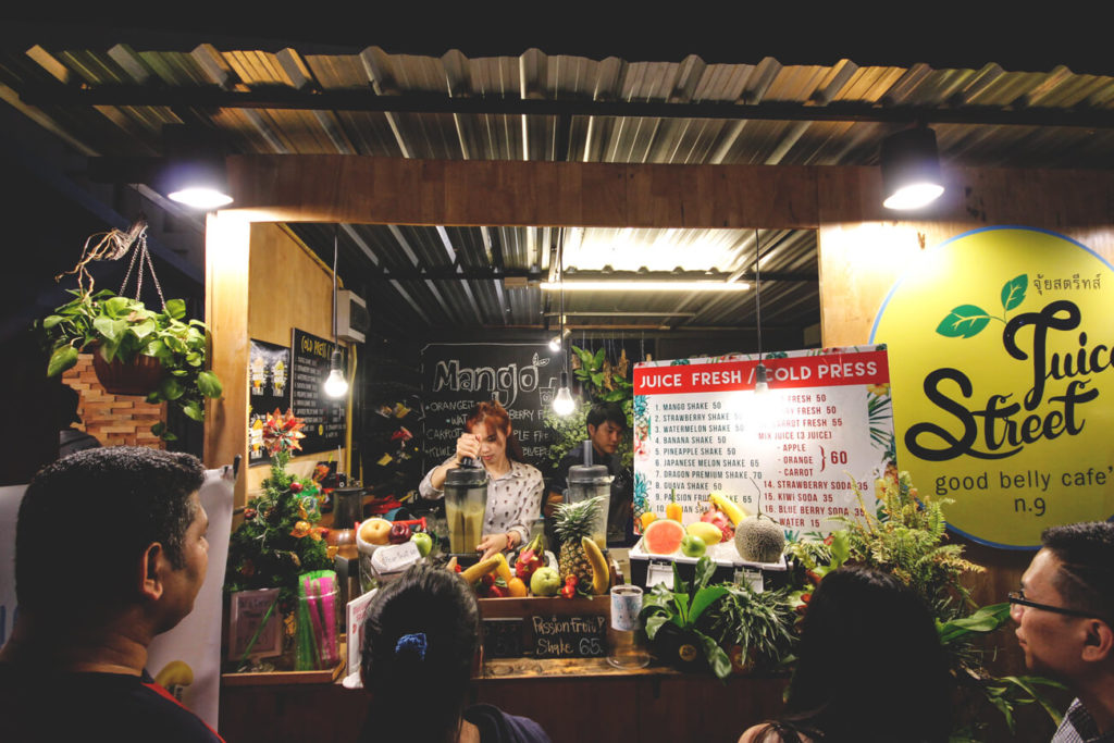 chiang-mai-walking-street-Ploen-Ruedee-Night-Market