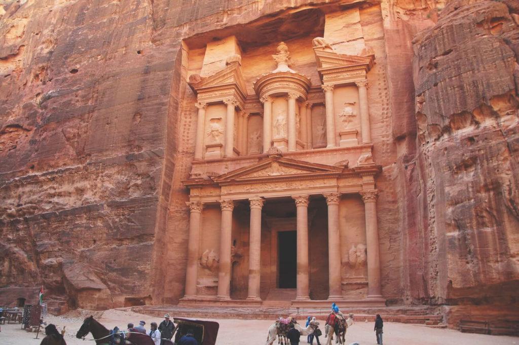 israel-sehenswürdigkeiten-ausflug-jordanien-felsenstadt-eptra