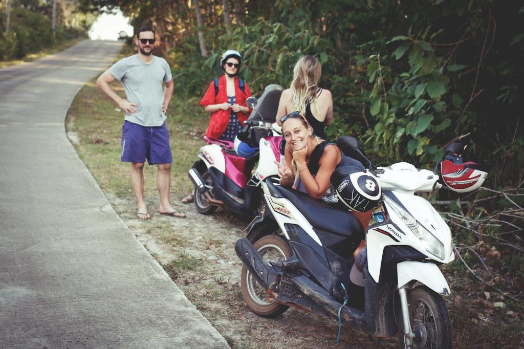 Koh-Lanta-Rollerfahren-Roller-mieten