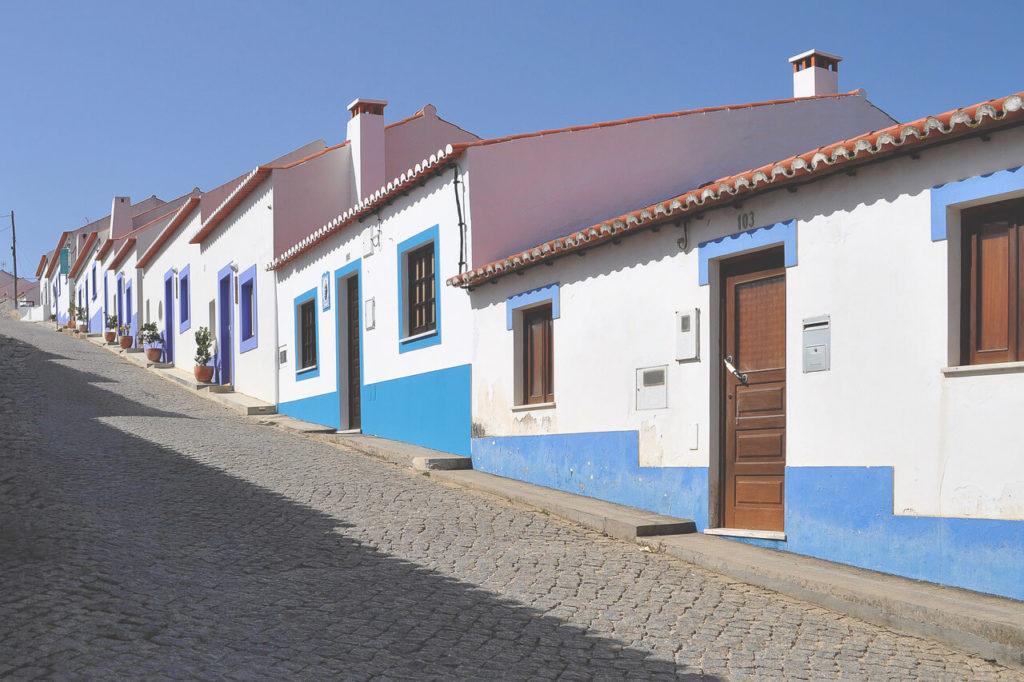 camping-portugal-autofahren-strassen-dorf