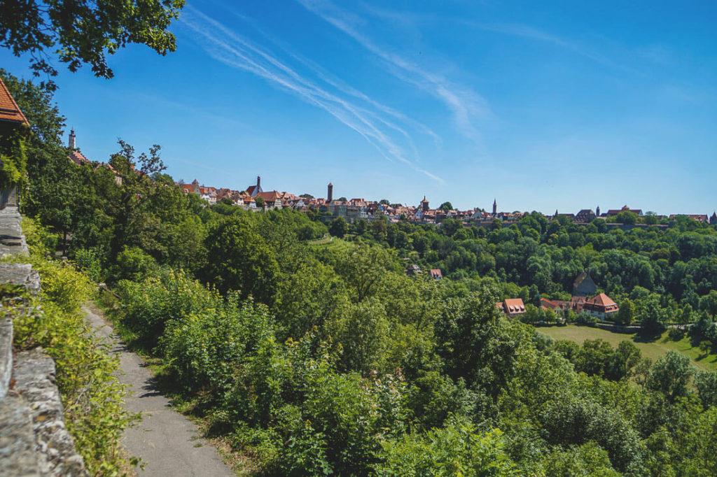 Burggarten-rothenburg-sehenswuerdigkeiten-aussicht-taubertal
