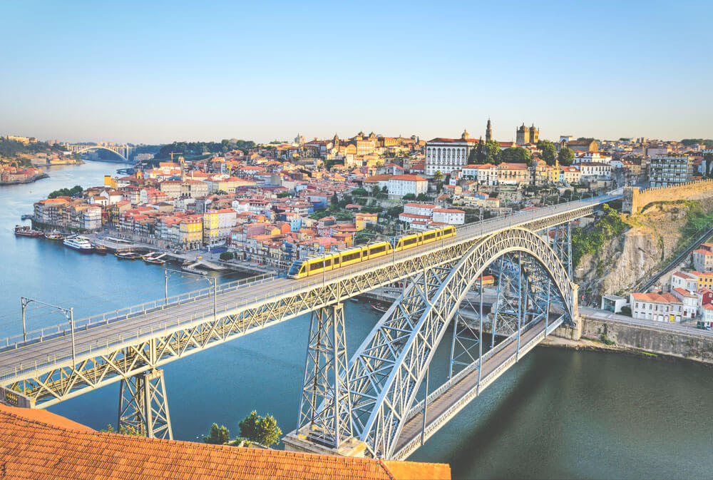 Porto-Sehenswuerdigkeiten-Bruecke-Ponte-Dom-Luis