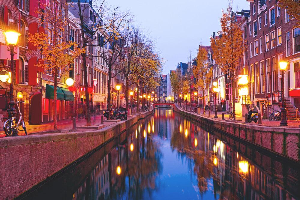 Amsterdam-Sehenswuerdigkeiten-Rotlichtviertel-Grachten-Tour