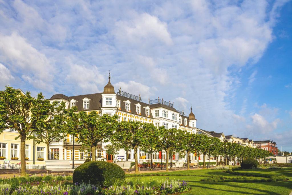 Insel-Usedom-Highlights-Ahlbeck-Strandpromenade-Villa