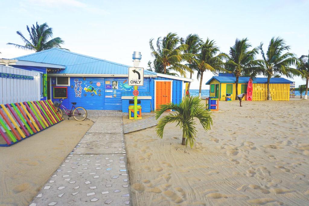Placencia-Belize-Strand-Cabanas