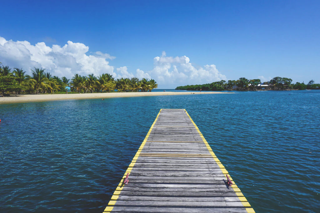 Placencia-Belize-Strand-Meer-Bootssteg