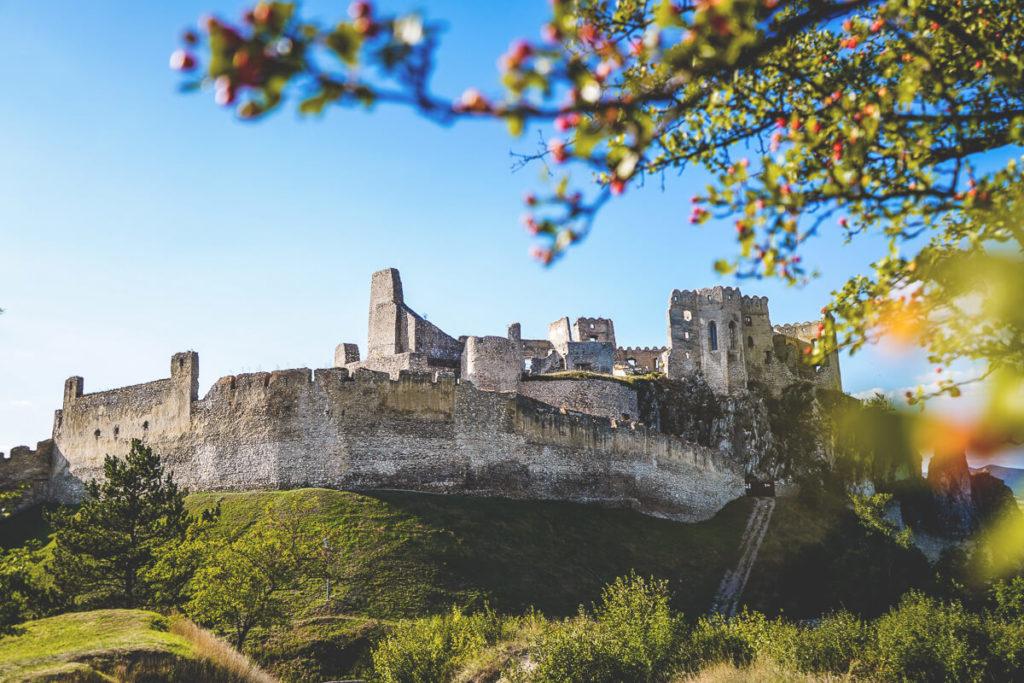 Slowakei-Rundreise-Burg-Beckov-Sightseeing