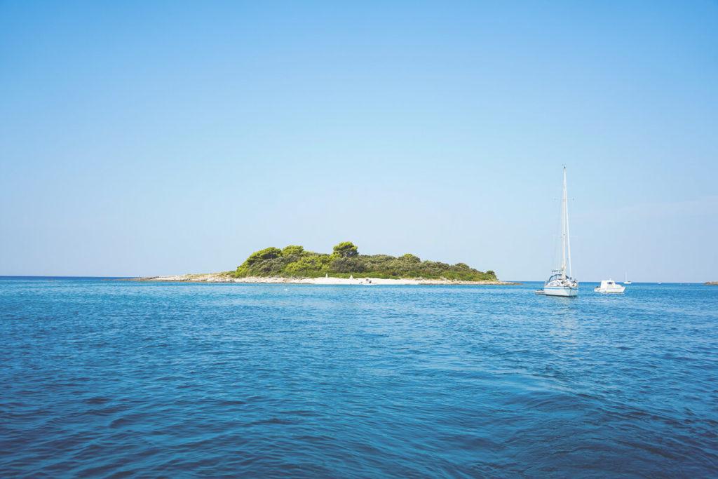 Pula-Highlights-Ausflug-Boot-Bucht-Wasser-2