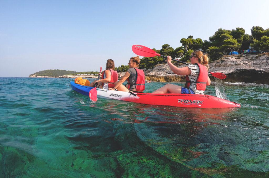 Pula-Highlights-Ausflug-Kajak-Bucht-Wasser.jpg