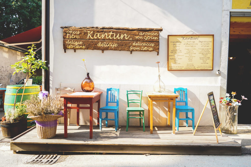 Pula-Sehenswuerdigkeiten-Altstadt-Kantum-Restaurant