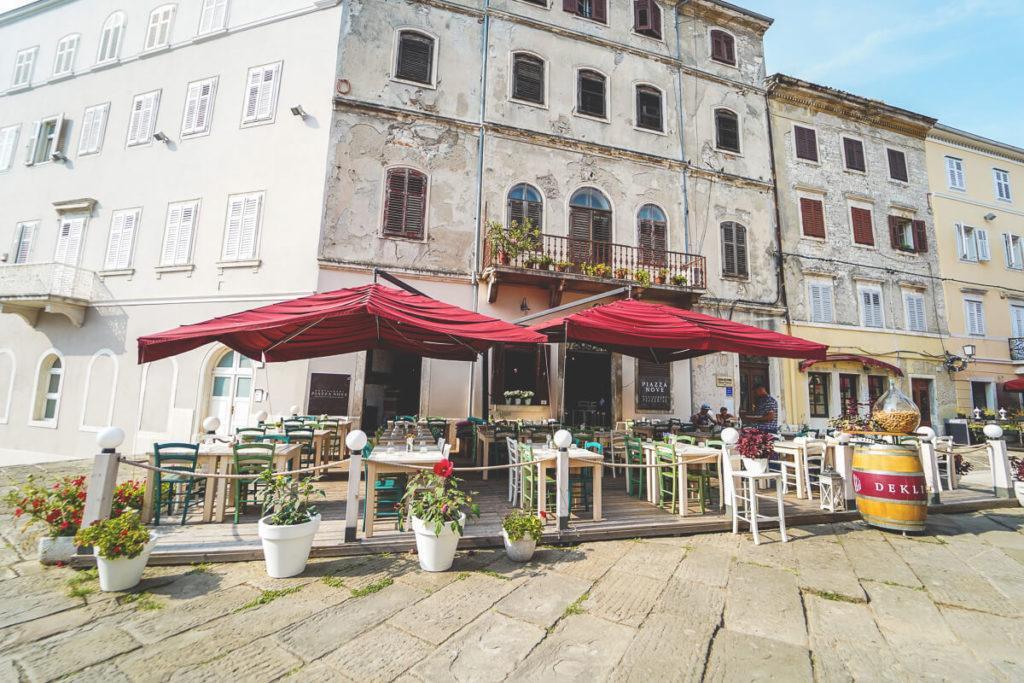 Pula-Sehenswuerdigkeiten-Altstadt-Restaurants