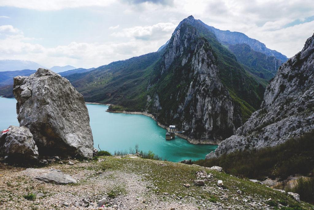 bovilla-reservoir-tirana-albanien