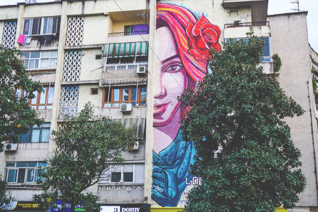 hauptstadt-albanien-tirana-stadttour-graffiti