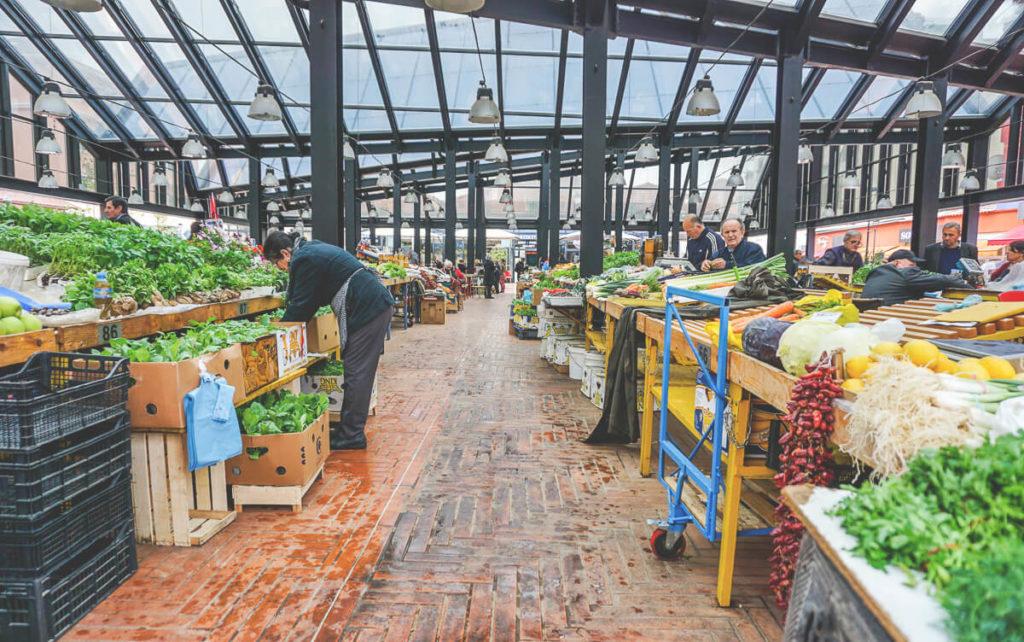 markthalle-tirana-bazar-albanien