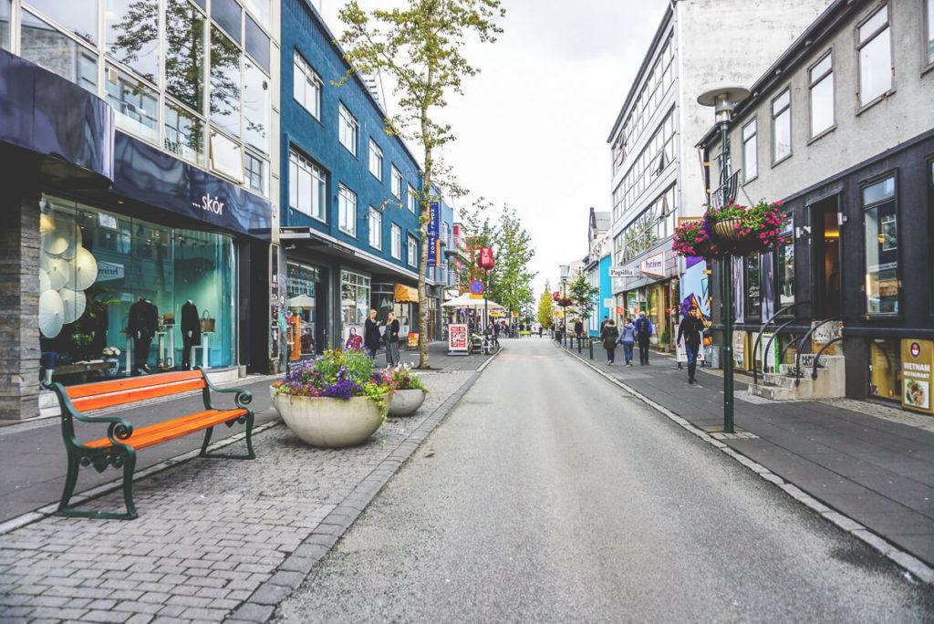 sehenswuerdigkeiten-reykjavik-island-laugavegur-shopping
