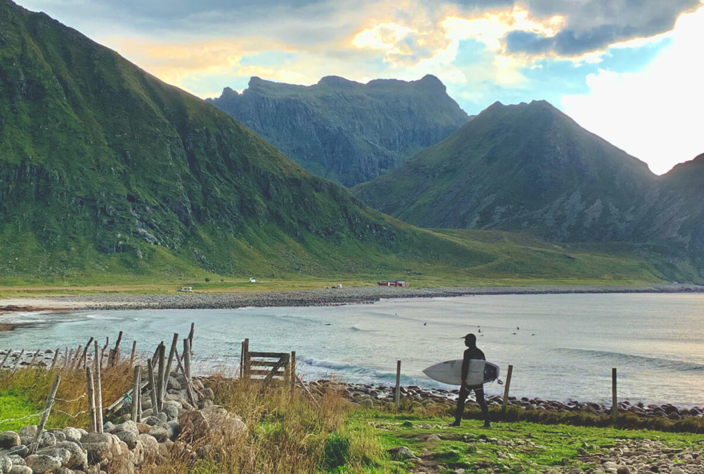 surfen-auf-den-lofoten-norwegen