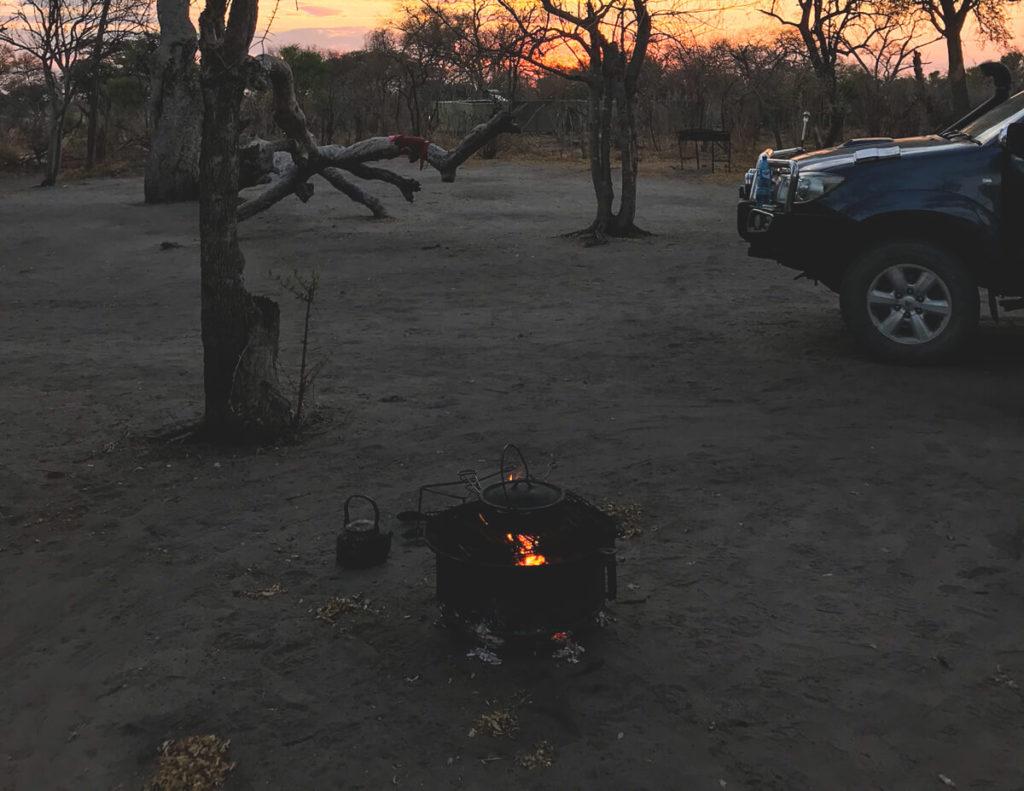 Botswana-Rundreise-Wildnis-Lagerfeuer