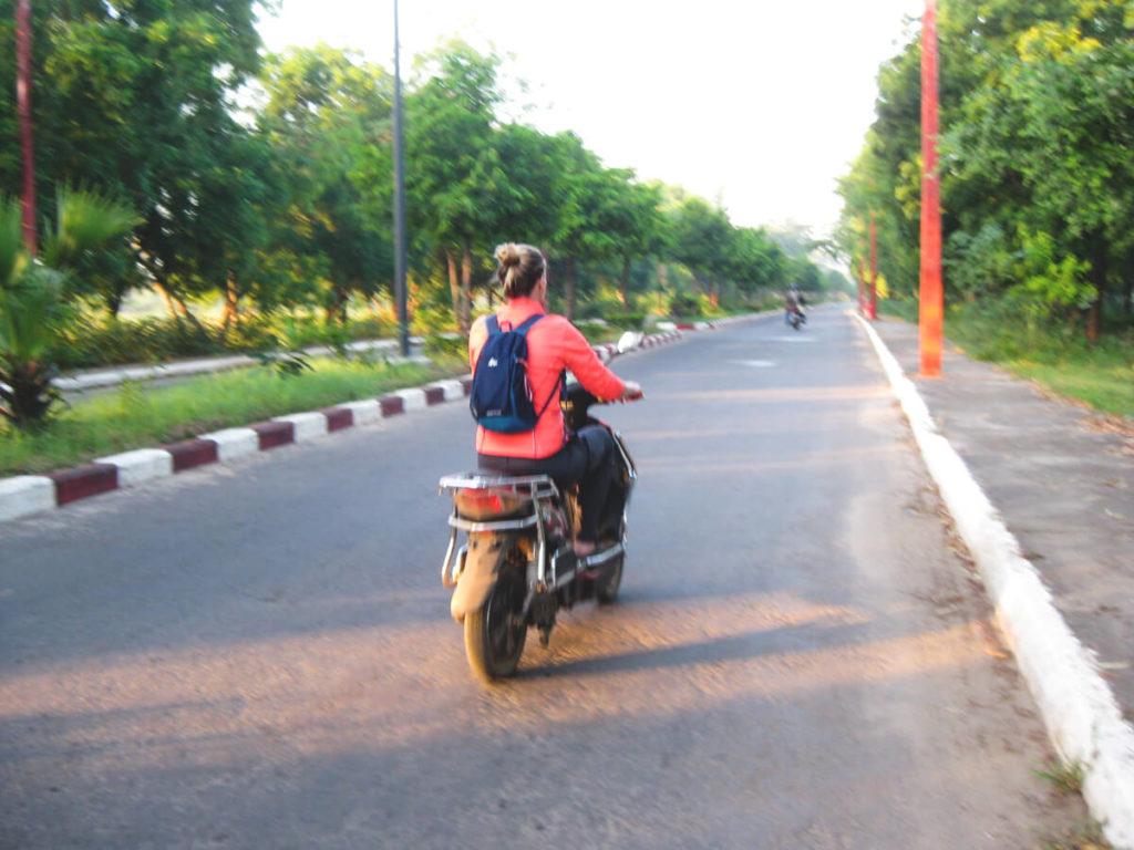 Myanmar-Rundreise-Bangan-E-Roller-Verkehr