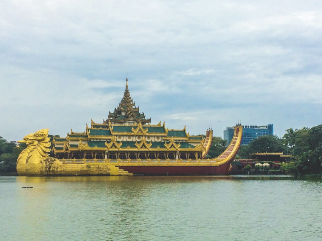 Myanmar-Rundreise-Karaweik-Palace-Yangon_