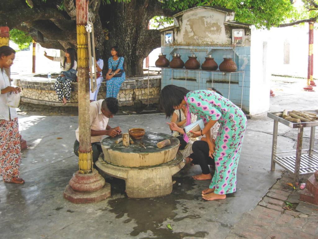 Myanmar-Rundreise-Mandalay-Herstellung-Thanaka