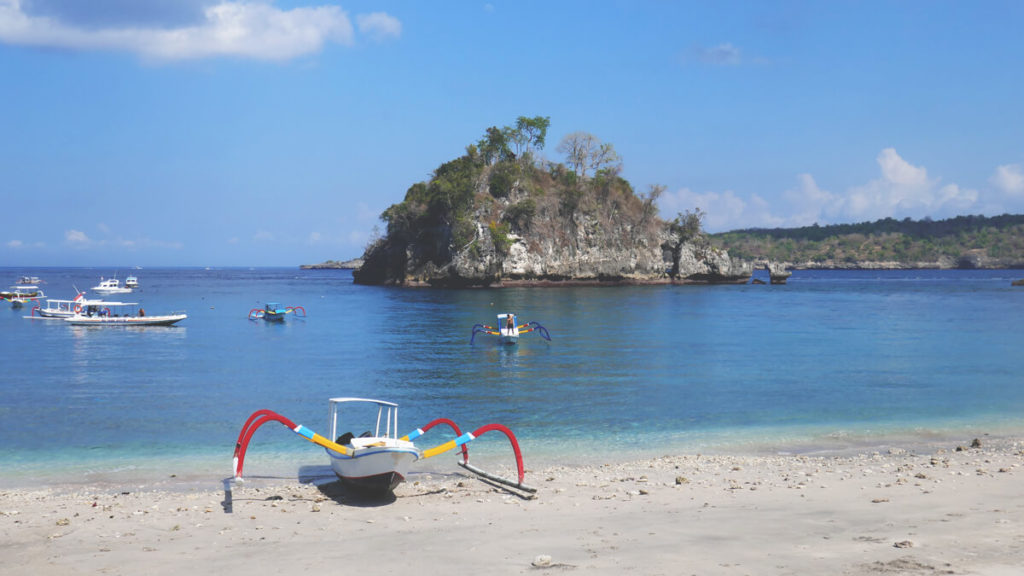 Nusa-Penida-Crystel-Bay-Strand-Boot