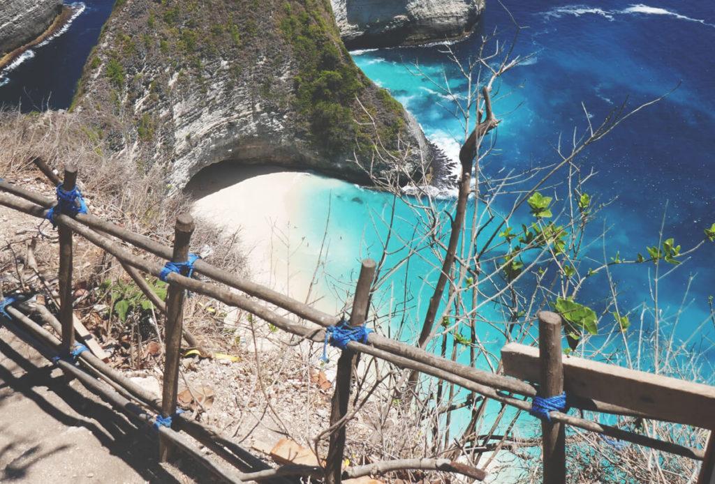 Nusa-Penida-Gefahr-Zaun-Abgrund