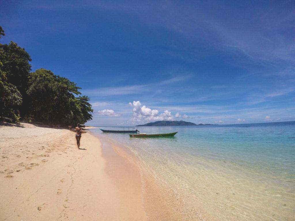 Pulau-Hatta-Molukken-Strand