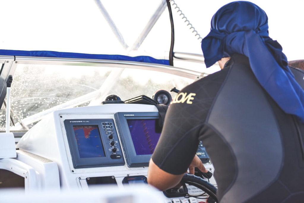 tonga-walschwimmen-boot-skipper-crew