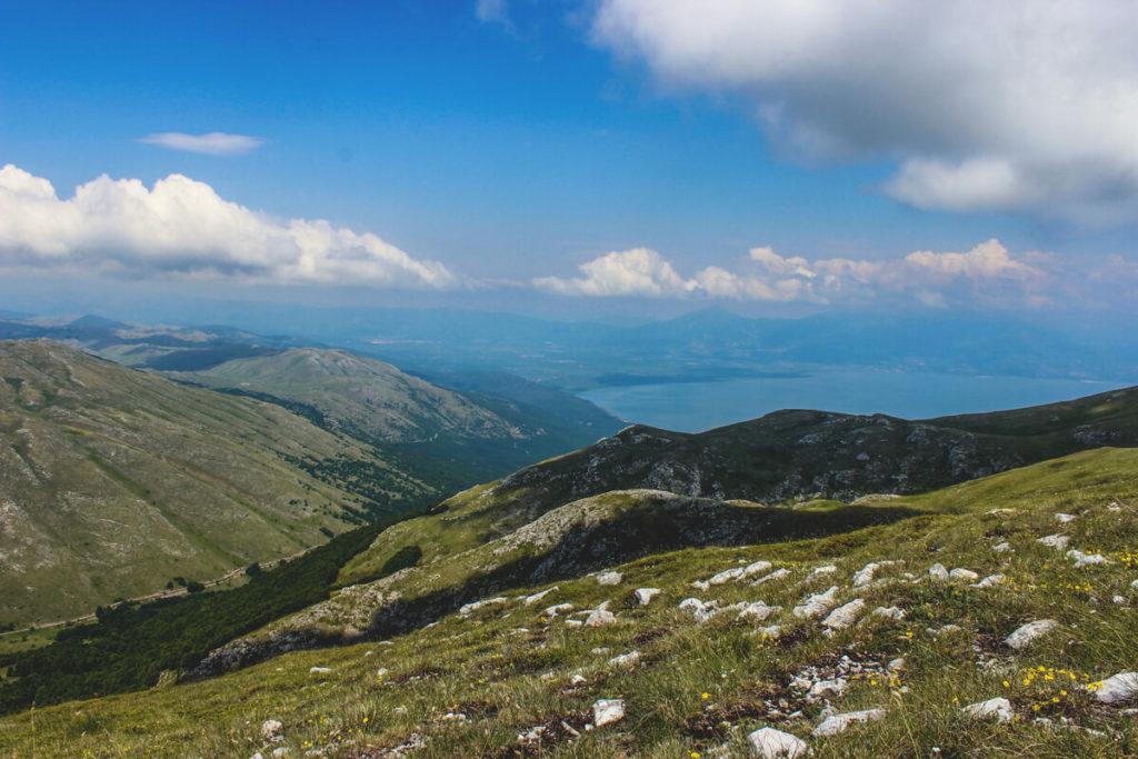 Nordmazedonien-sehenswuerdigkeiten-Gipfel-Magaro-Lake-Prespa