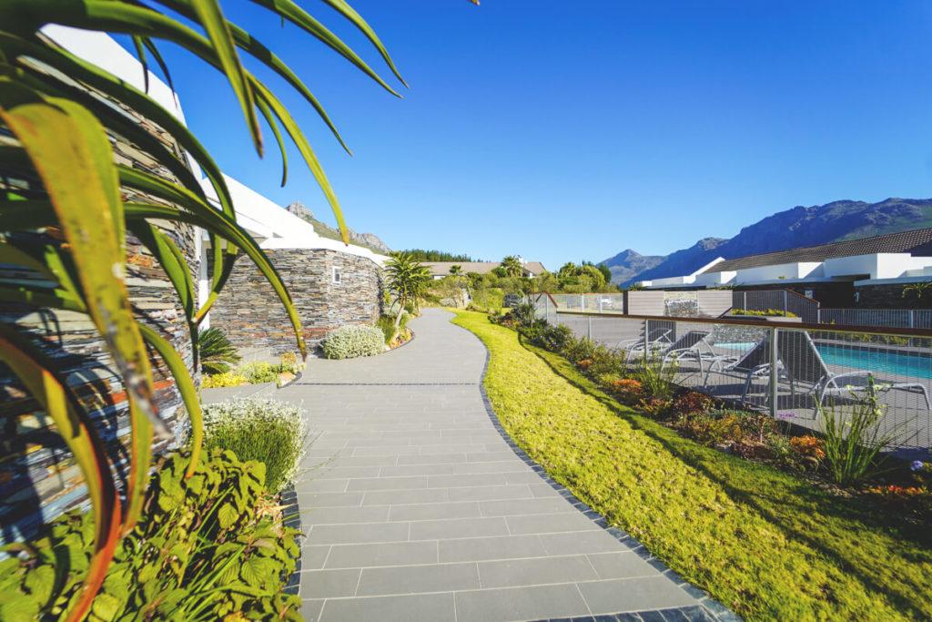 Stellenbosch-Unterkunft-Hotel-Poolbereich