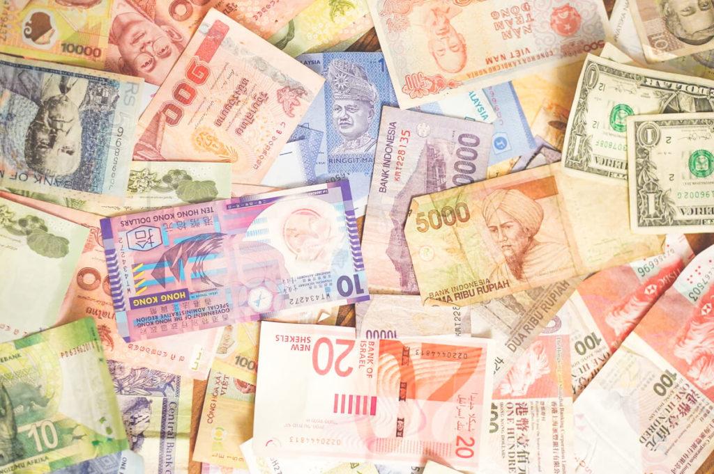 Waehrung-Indonesien-Geld-Scheine-Bargeld