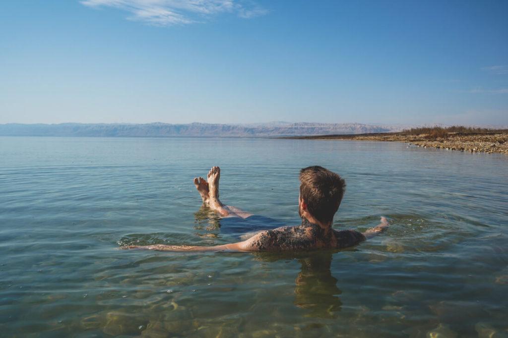 Jordanien Urlaub Totes Meer Schweben Salz