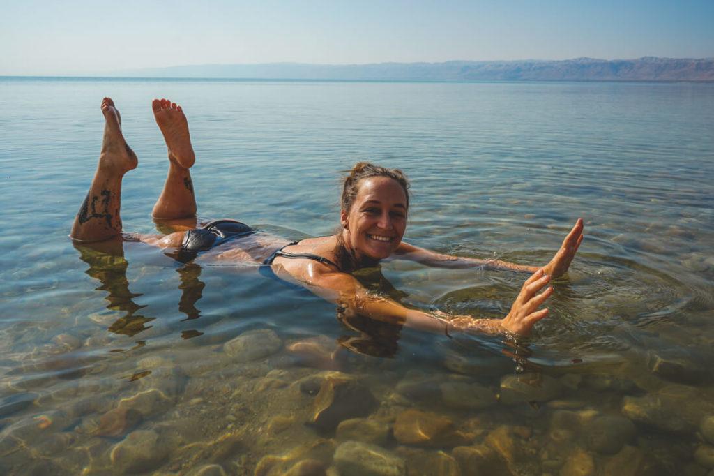 Totes-Meer-Jordanien-Wasser-Schweben