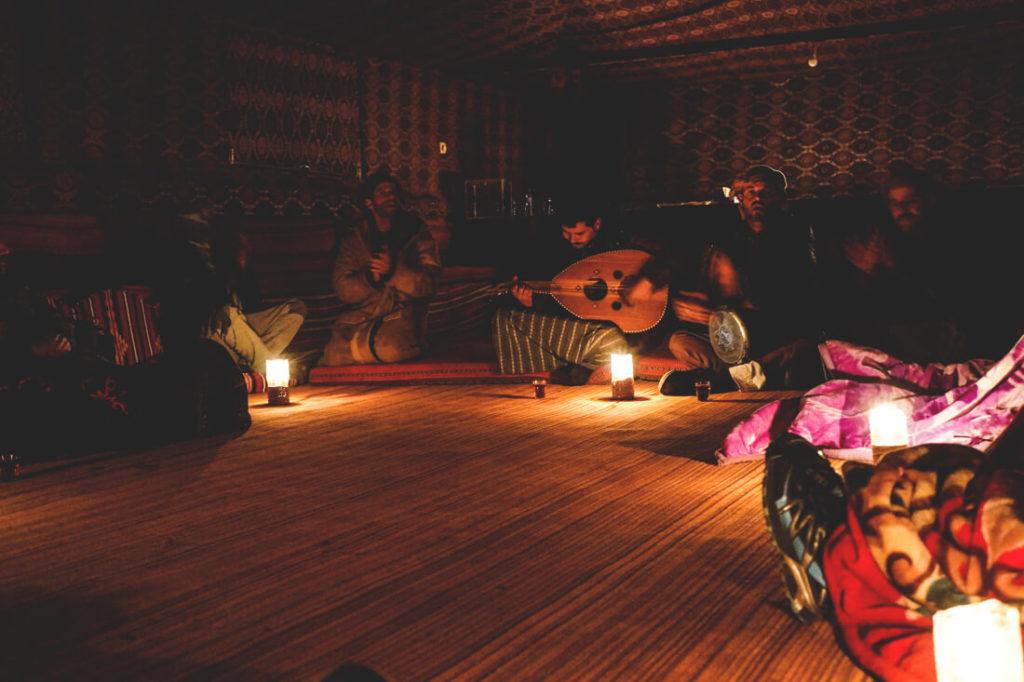 Wadi-Rum-Candles-Camp-Musik-Essen