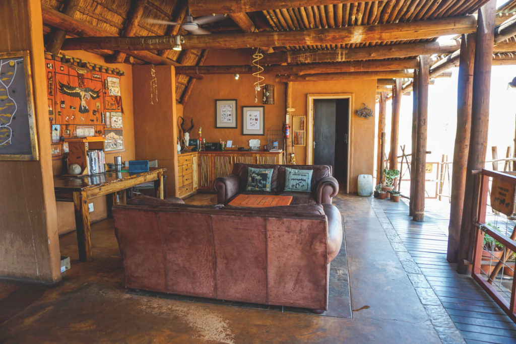 Xaus-Lodge-Suedafrika-Aufenthaltsbereich
