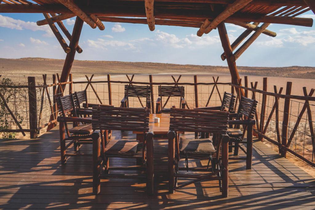 Xaus-Lodge-Suedafrika-Terrasse