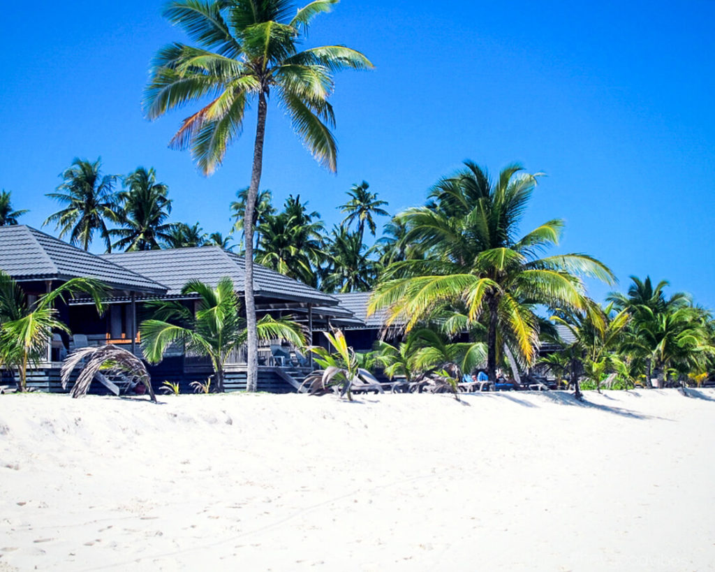 Malediven_reise-Kuredu-Bungalow-am-strand