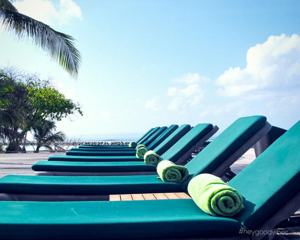 Malediven_reise-Kuredu-Island-Resort-Pool