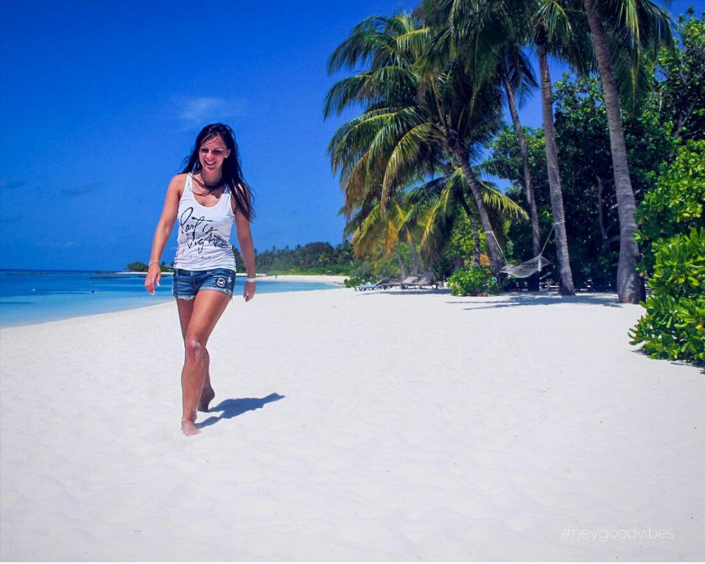 Malediven_reise-Kuredu-Spaziergang-Strand