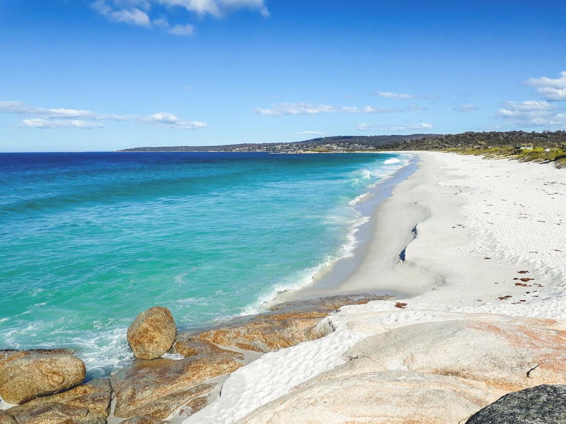 Tasmanien-Sehenswuerdigkeiten-Bay-of-Fires-Strand